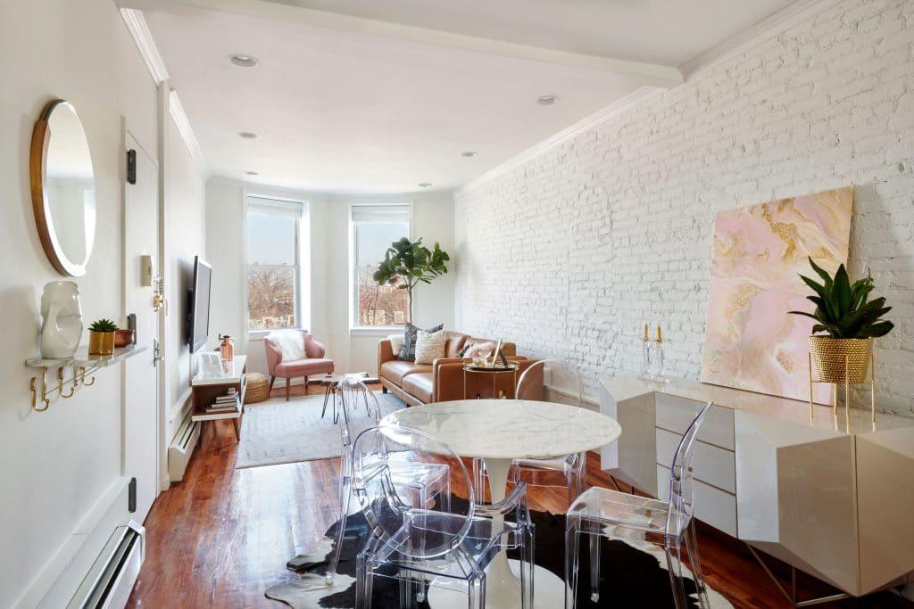 Living Room/ 658 Park Place;
