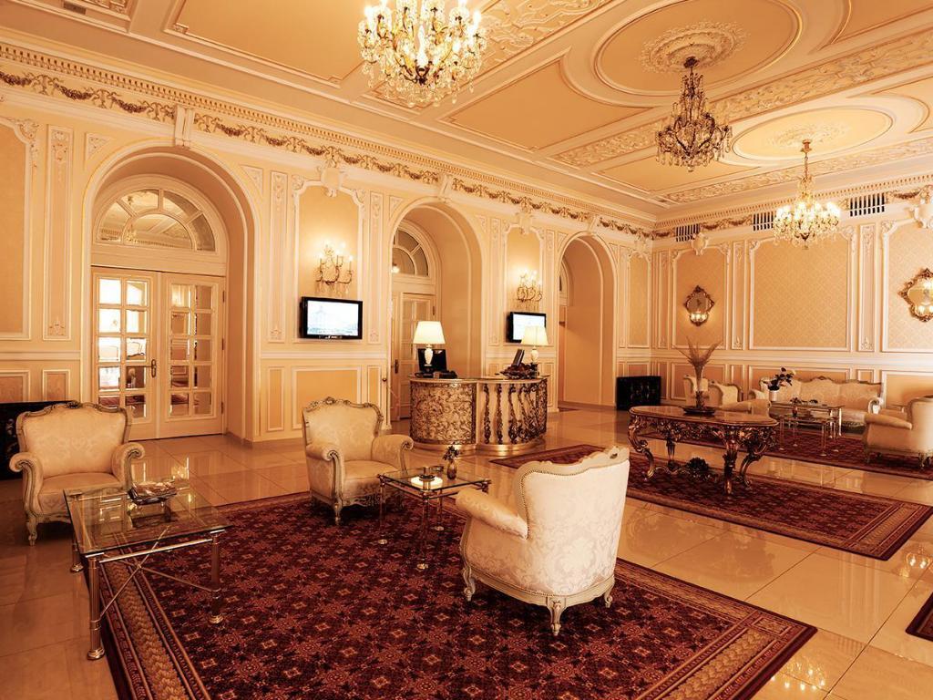 Grand Hotel Continental lobby