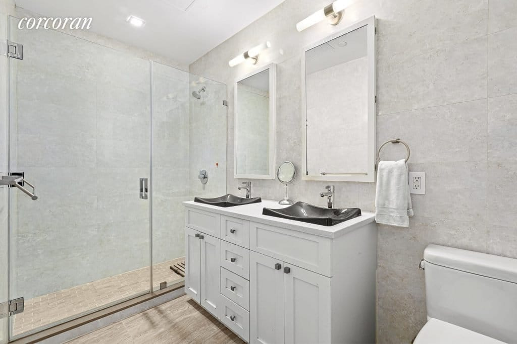 Bathroom/133 Mulberry Street