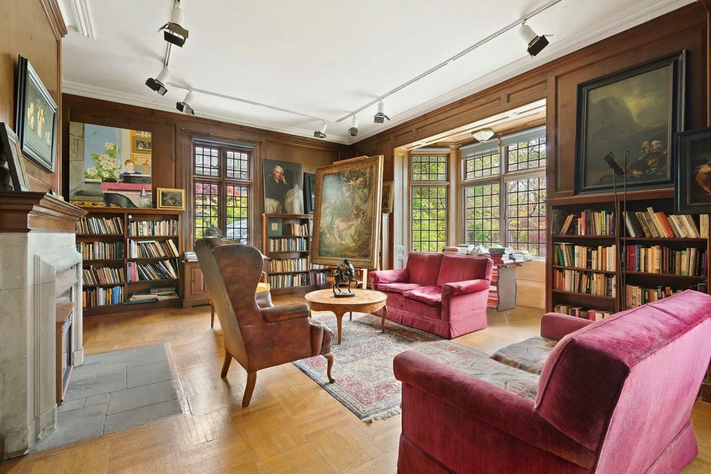 5247 Independence Avenue/Library/Photo credit: Christie's International Real Estate