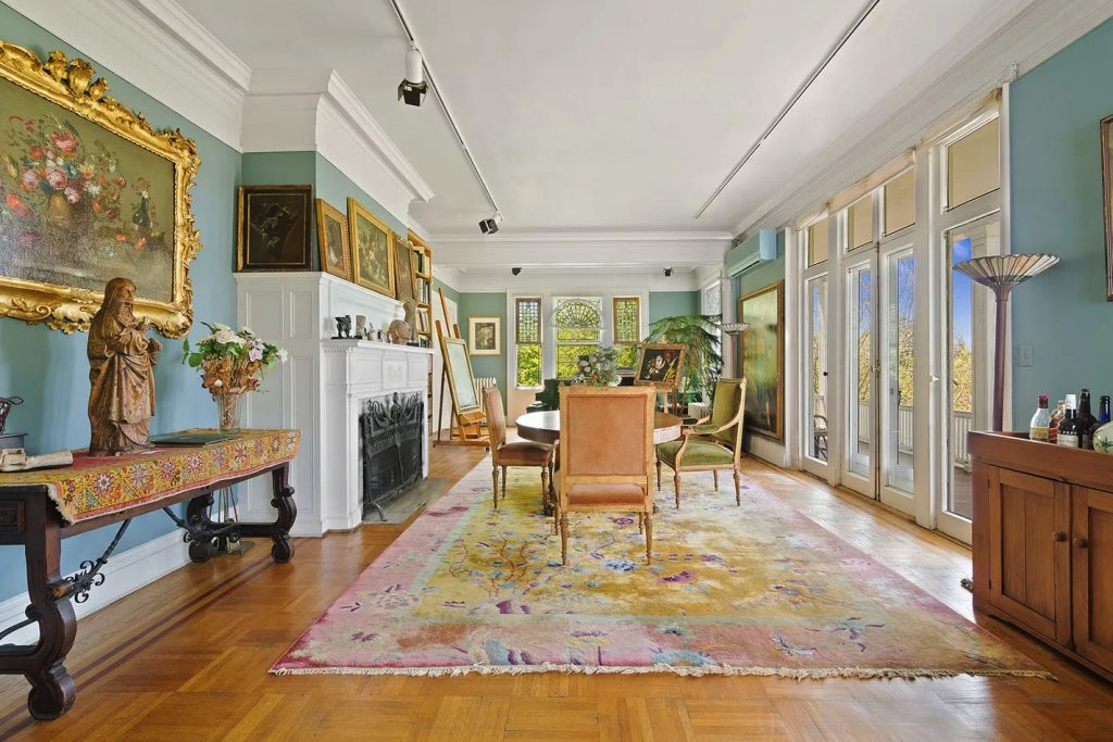 5247 Independence Avenue/Dining Room/Photo credit: Christie's International Real Estate