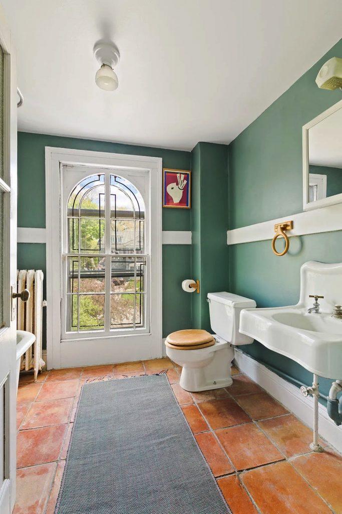 5247 Independence Avenue/Bathroom/Photo credit: Christie's International Real Estate
